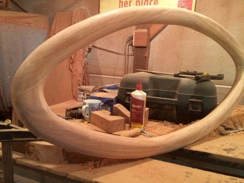 Oval table leg construction